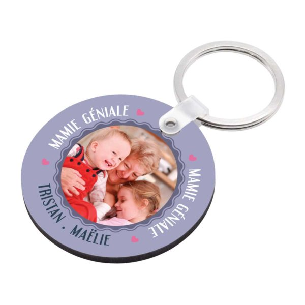 Cadeau mamie. Porte clé à personnaliser avec prénoms mamie géniale